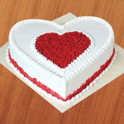 Delicious fresh Love Cake to Mohali