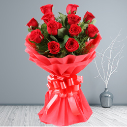Bouquet of spectacular Red Roses to Aluva