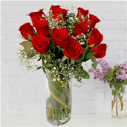 Rich Red Roses in a Vase to Thane
