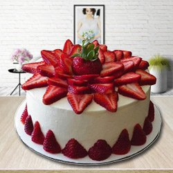 Plate-of-Comfort 2 Kg Strawberry Cake