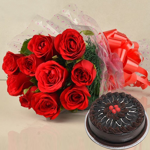 Gift Chocolate Cake with Red Roses Bunch Online