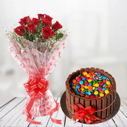 Beautiful Kit Kat Cake with Red Roses Bouquet