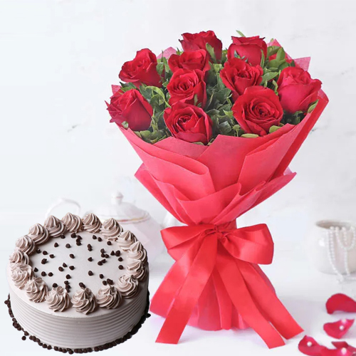Online Combo of Coffee Cake N Red Roses Bouquet