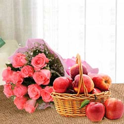 Outstanding Gift Combo of Pink Roses Bouquet with fresh Apples in a Basket