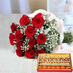 Blooming Tempting Moments Red Roses Bunch and Sweets