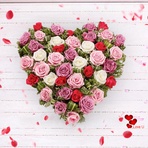 Gift Online Mixed Roses in Heart Shape Arrangement