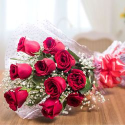 Mesmerizing Bouquet of Red Roses