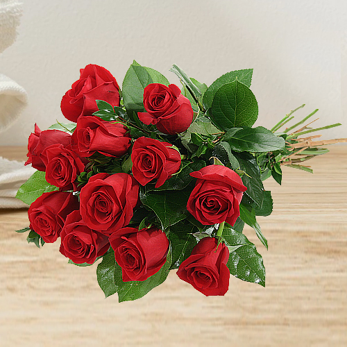 Eye-Catching Luxury Bouquet of Red Roses