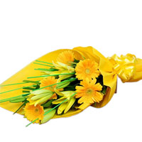 Striking Bouquet of Yellow Color Gerberas N Yellow Color Lilies