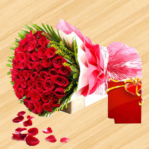 Luxurious Summer Delight Bouquet of Red Roses