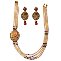 Magnificent Pearl Earring N Necklace Set