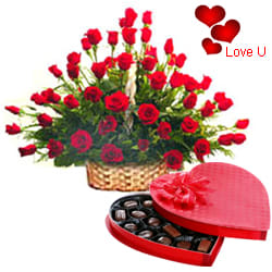 <u><font color=#008000> MidNight Delivery : </FONT></u>:51 Exclusive <font color =#FF0000> Dutch Red </font>   Roses  Arrangement with Cadburys Chocolate