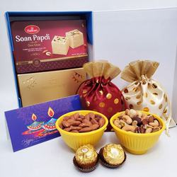 Delightful Treat of Chocolate, Sweets N Nuts Combo